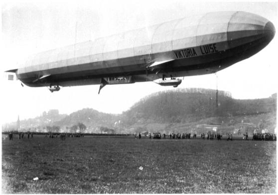 Zeppelin Luftschiff LZ11 Viktoria Luise am 5.5.1912 in Marburg Afföller